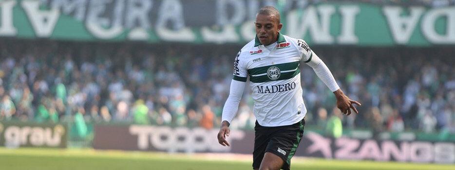 William Matheus jogando pelo Coritiba.