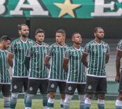 Time do Coritiba enfileirado no momento do Hino.