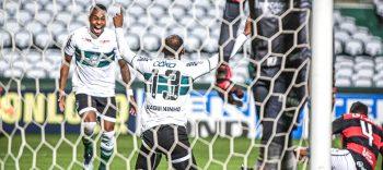 Waguininho comemorando seu gol contra o Vitória - ivulgação/Coritiba